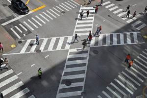 """Проектування """"косих зебр"""" на пішохідних переходах на 10% зменшить кількість аварій на них – незабаром в Україні з'явиться нова норма ДБН"""