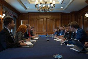 """""""Україна готова долучитися до нової програми співпраці з МВФ після формування уряду"""", – Глава держави на зустрічі з віце-президентом Світового банку"""