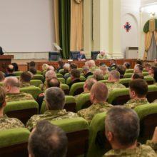 """Українські військові повинні мати потужний """"мотиваційний пакет"""" – Президент"""
