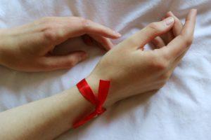 МОЗ закликає долучитися до всеукраїнської кампанії #ПідтримуюЛікарів, символом якої стала червона стрічка