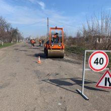 На дорогах місцевого значення Черкаського району сезон ремонтних робіт в розпалі