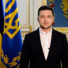 Коронавірус, виплати лікарям і місцеві вибори: звернення Президента України до громадян