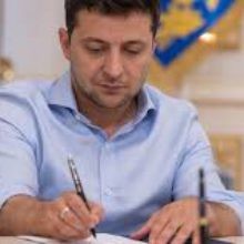 Володимир Зеленський підписав зміни до Бюджетного кодексу щодо ефективного фінансування розвитку дорожньої галузі