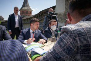 Володимир Зеленський ініціює лібералізацію візового режиму для іноземних туристів