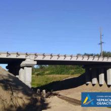 #Великебудівництво: На шляхопроводі у Золотоніському районі завершили монтаж балок