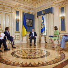 Глава держави в інтерв'ю українським телеканалам розповів про можливість запровадження жорсткого карантину, забезпечення медиків та українську вакцину