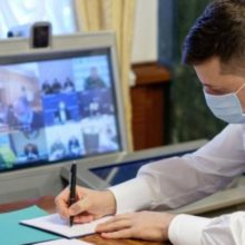 Президент України підписав закон про адмінвідповідальність за перебування в громадських закладах і транспорті без засобів захисту