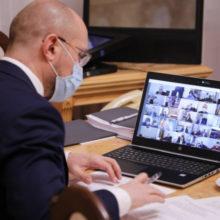 Прем'єр-міністр обговорив з міськими головами питання протидії COVID-19