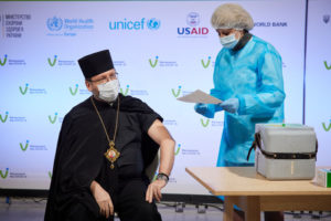 Українські релігійні лідери щепилися проти COVID-19 залишковими дозами вакцини AstraZeneca
