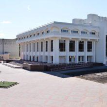 Поряд з Шевченківським культурним центром у Каневі ремонтують центральну вулицю та планують створити сквер